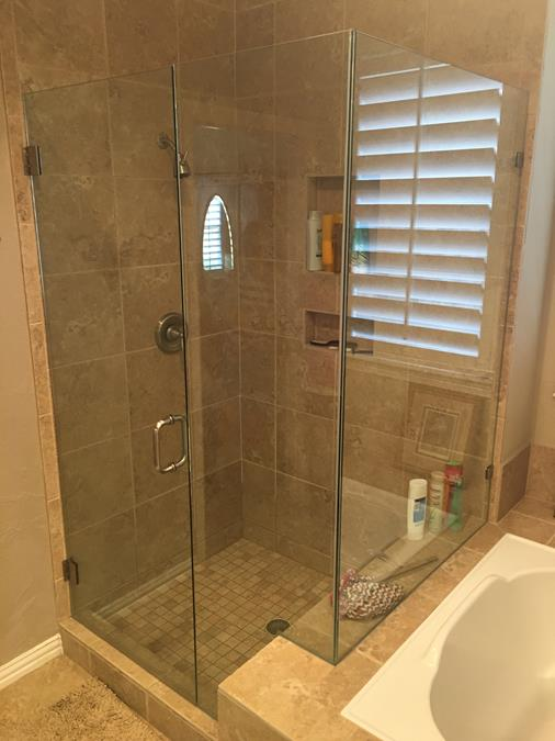 Frameless Door with inline notched panel 90 degree return panel corner shower (Copy)